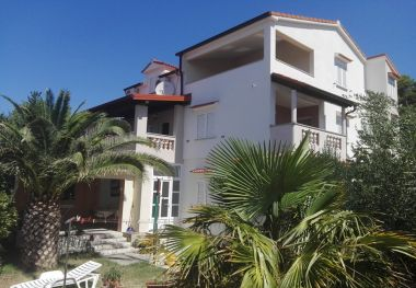 Apartmani Lidija - family friendly & close to the sea: A1(4+1), B2(2+2), C3(2) Banjol - Otok Rab